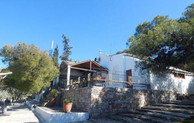 Ηλιούπολη: 150 πιστοί «ταμπουρώθηκαν» σε εκκλησία