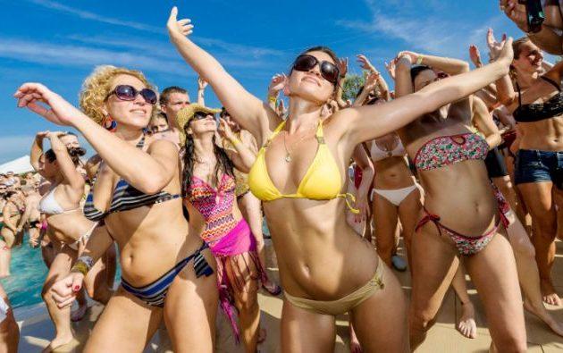 Ο Χαρδαλιάς απαντά γιατί απαγορεύτηκαν αλκοόλ και μουσική στις παραλίες