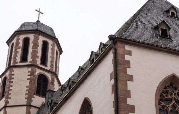 Κορωνοϊός Covid-19: Περίπου 40 πιστοί μολύνθηκαν σε εκκλησία στη Γερμανία