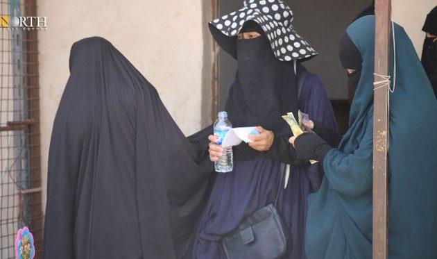 Έως και 3.000 δολάρια τον μήνα λαμβάνουν «απέξω» οι αιχμάλωτες γυναίκες του ISIS στο Αλ Χολ της Συρίας