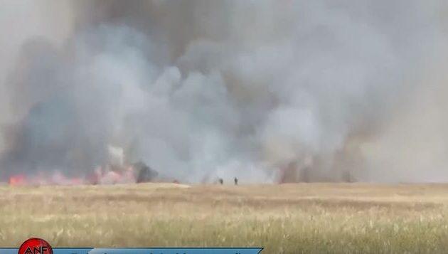 Οι Τούρκοι πυρπολούν χωράφια με σοδειές στη βόρεια Συρία