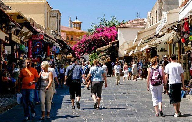 Ποιες είναι οι 19 χώρες που θα στείλουν πρώτες τουρίστες στην Ελλάδα