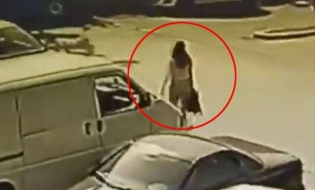 Κάμερα ασφαλείας κατέγραψε τη γυναίκα που έριξε βιτριόλι στην 33χρονη