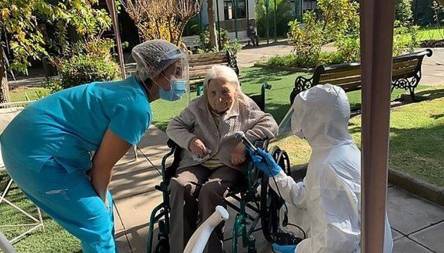 111χρονη στη Χιλή κατάφερε να νικήσει τον κορωνοϊό