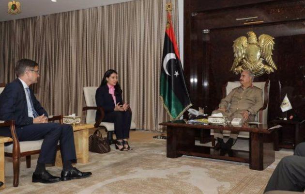 Ο Γερμανός πρέσβης στη Λιβύη συναντήθηκε με τον στρατάρχη Χαφτάρ