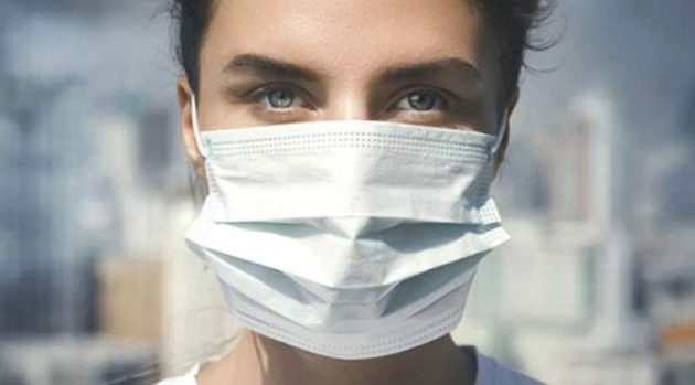 Έλληνας επιστήμονας: Η χρήση μάσκας δεν «δουλεύει» πάντα καλά ιδίως όταν βήχει αυτός που τη φοράει