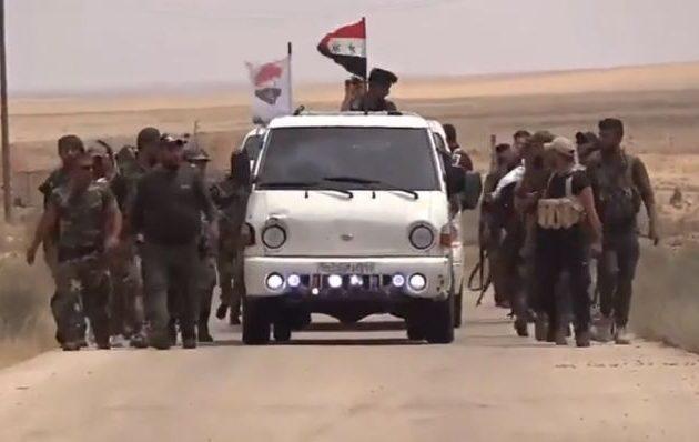 Παλαιστίνιοι σύμμαχοι του Άσαντ καταδιώκουν το Ισλαμικό Κράτος στη συριακή έρημο (βίντεο)