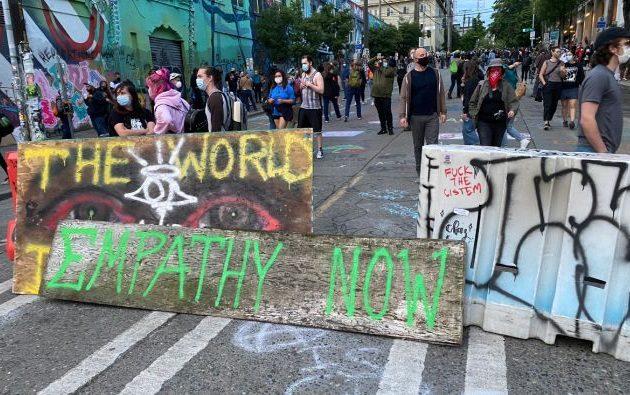 Διαδηλωτές στο Σιάτλ κατέλαβαν μια συνοικία και την αποκαλούν «αυτόνομη ζώνη» – Με στρατό απειλεί ο Τραμπ