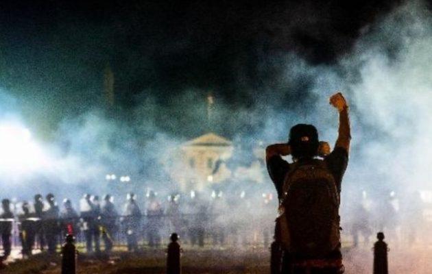 Δεν συμφωνούν στον Λευκό Οίκο για τα επόμενα βήματα αποκλιμάκωσης των βίαιων διαδηλώσεων