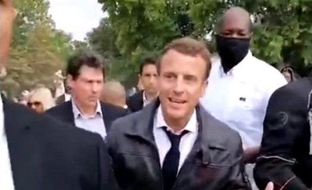 Διαδηλωτές αποδοκίμασαν τον Μακρόν – «Χαλαρώστε, μην φωνάζετε» (βίντεο)