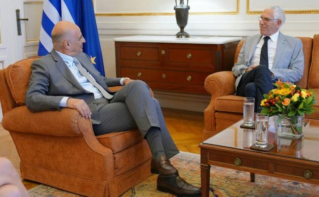Ο Δένδιας συναντήθηκε με τον πρόεδρο της ελληνικής κοινότητας Βεγγάζης – Τι θα γίνει με τους Έλληνες μουσουλμάνους στη Λιβύη;