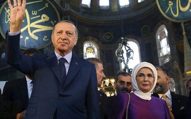 Αγία Σοφία: Αντιδράσεις Τούρκων διανοούμενων – Τι είπε η Εμινέ Ερντογάν