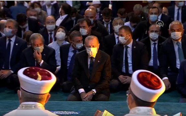Spiegel κατά Ερντογάν: Εκνευριστική παράσταση του έμπειρου λαϊκιστή στην Αγία Σοφία