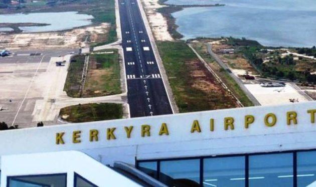 Έφτασαν στην Κέρκυρα οι πρώτοι 90 ταξιδιώτες από τη Βρετανία με απευθείας πτήση