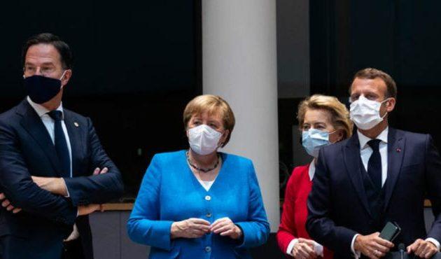 Αδιέξοδο στις Βρυξέλλες – Έξαλλος ο Μακρόν «χτύπησε τη γροθιά στο τραπέζι»