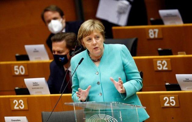 Μέρκελ στην Ευρωβουλή: Δεν μπορούμε να σπαταλήσουμε άλλο χρόνο