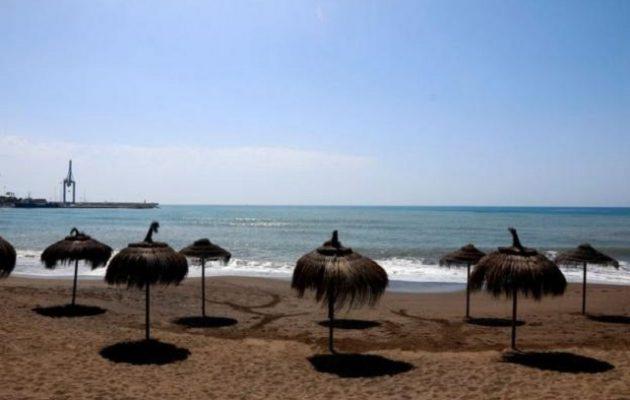 44χρονη το «έκανε» με 40χρονο σε παραλία μπροστά σε παιδιά
