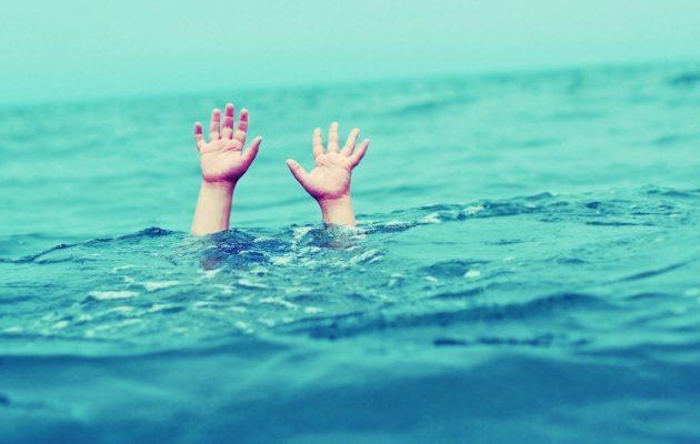 Θεσσαλονίκη: 5χρονος παραλίγο να πνιγεί στη θάλασσα μπροστά στους γονείς του- Νοσηλεύεται στην Εντατική