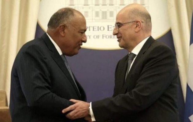 Ο Σάμεχ Σούκρι εξέφρασε στον Νίκο Δένδια την αλληλεγγύη της Αιγύπτου στην Ελλάδα