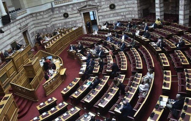 Ψήφος Αποδήμων: Που διαφωνούν κυβέρνηση και αντιπολίτευση