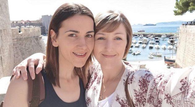 Ζευγάρι γυναικών ζητά 3.500 ευρώ για αποκτήσει παιδί με σπέρμα δότη