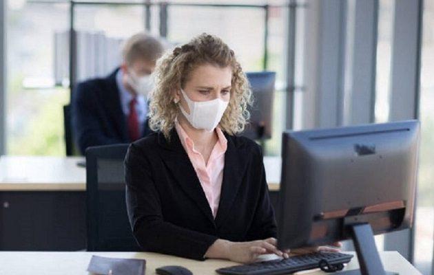 Κορωνοϊός: Όλοι οι δημόσιοι υπάλληλοι με μάσκες – Τηλεργασία για τις ομάδες αυξημένου κινδύνου