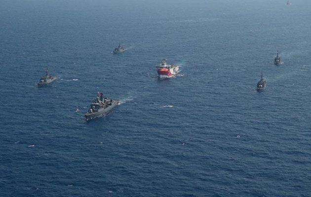Οι Τούρκοι δημοσιεύουν φωτογραφίες πολεμικών τους πλοίων να συνοδεύουν το «ORUC REIS»