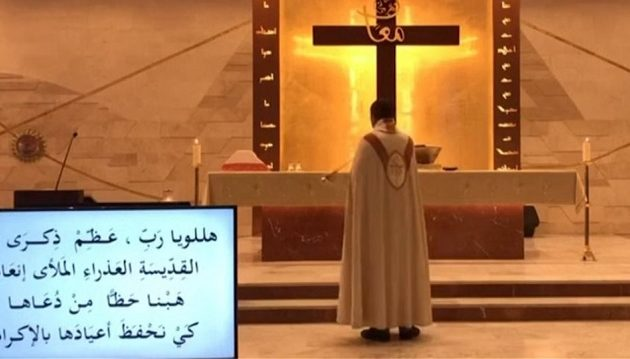 Εκρήξεις Βηρυτός: Η στιγμή που καταρρέει εκκλησία και ιερέας τρέχει να γλιτώσει (βίντεο)