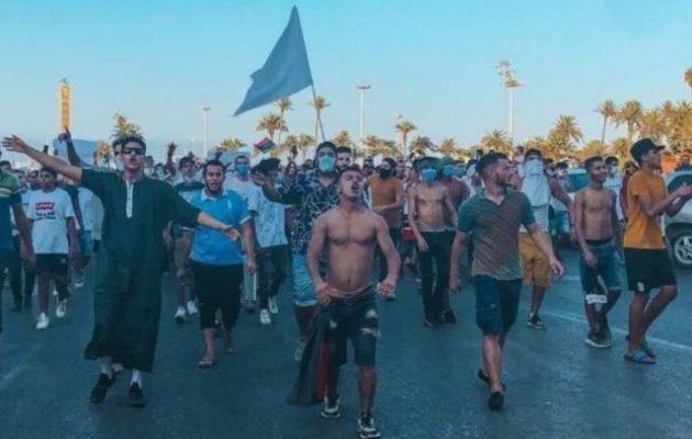 Λιβύη: Μεγάλη διαδήλωση στην Τρίπολη κατά του τουρκολιβυκού καθεστώτος – Σκότωσαν διαδηλωτές (βίντεο)