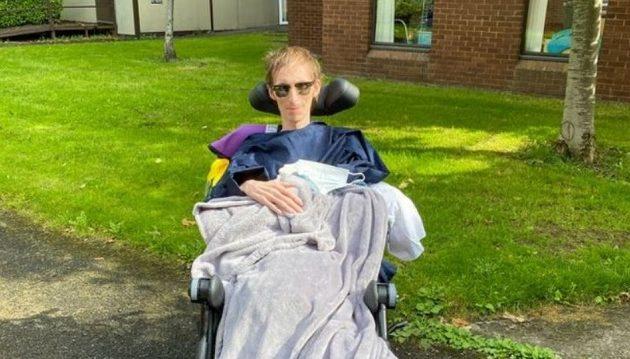Στέλεχος της Google έσπασε το χέρι του και ανακάλυψε ότι έχει καρκίνο