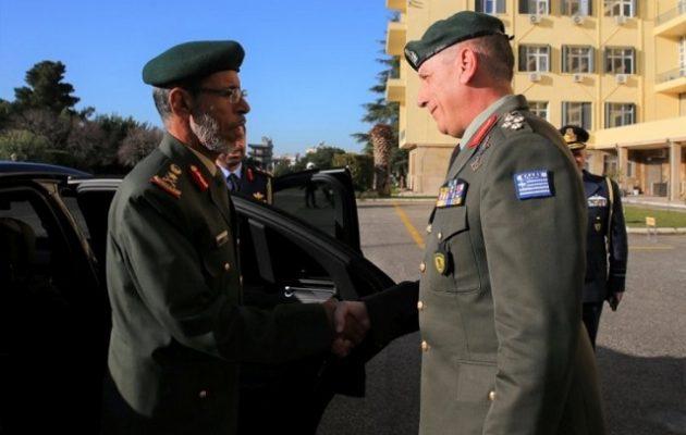 Ο Αρχηγός ΓΕΕΘΑ των Εμιράτων επισκέφθηκε την Ελλάδα – Πήγε και στη Σούδα