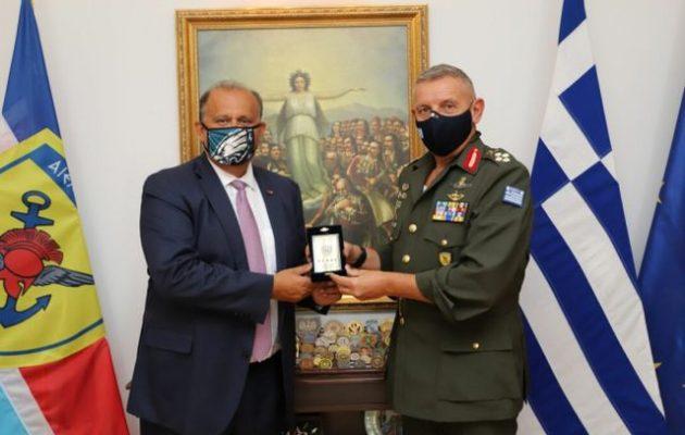 Ο στρατηγός Φλώρος συναντήθηκε με τον Νικ Λαριγκάκη του AHI