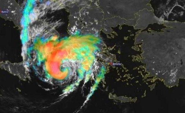 Ο κυκλώνας «Ιανός» έχει «μάτι» 50 χλμ και ανέμους με μέση ένταση 90 χλμ/ώρα
