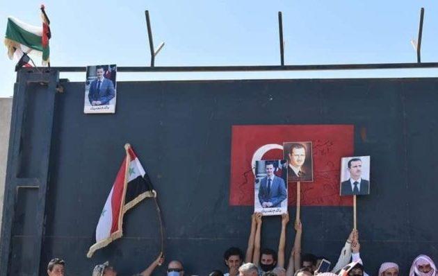 Διαδηλωτές στη Ιντλίμπ «πολιόρκησαν» τουρκικό φυλάκιο απαιτώντας να φύγουν οι Τούρκοι από τη Συρία
