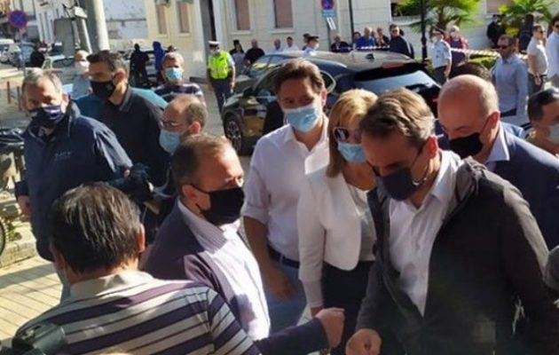 Μητσοτάκης από Καρδίτσα: Ευθύνεται η Κλιματική Αλλαγή – ΣΥΡΙΖΑ: «Πήγε σαν κλέφτης – Προπηλακισμοί πολιτών»