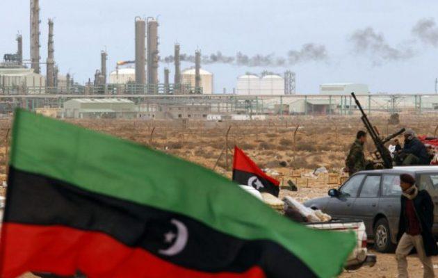 Λιβύη: 9,5 δισ. δολάρια «τρύπα» στα έσοδα της Εθνικής Εταιρείας Πετρελαίου από το «λουκέτο» Χαφτάρ