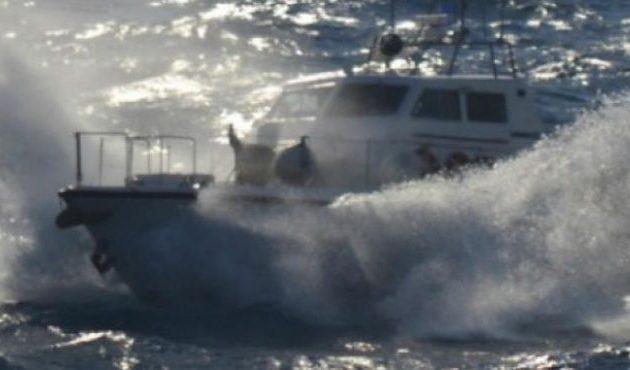 Ακυβέρνητο σκάφος με 55 μετανάστες μέσα στον κυκλώνα «Ιανό»
