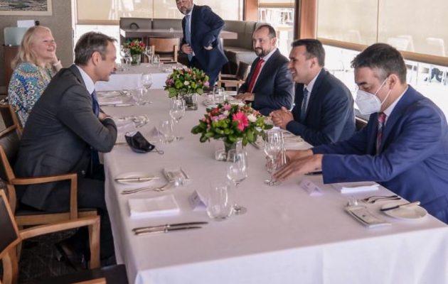 Ο Ζάεφ δεσμεύτηκε στον Μητσοτάκη ότι θα εφαρμόσει καλά τη Συμφωνία των Πρεσπών