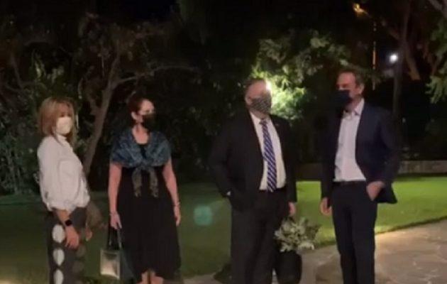 Ο Μητσοτάκης υποδέχθηκε τον Πομπέο στο σπίτι του στα Χανιά