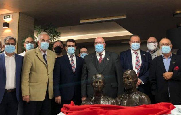 Ο Σκωτικός Τύπος τιμά με δύο προτομές τους Έλληνες γιατρούς και νοσηλευτές
