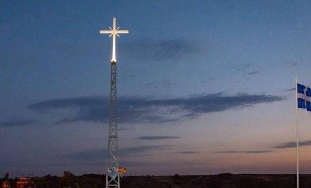 Ο Ερντογάν θα παραπονεθεί στη Μέρκελ για τον γιγαντιαίο ελληνικό σταυρό στα σύνορα