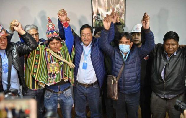 Σαρωτική νίκη των σοσιαλιστών στη Βολιβία: «Επιστροφή στη δημοκρατία»