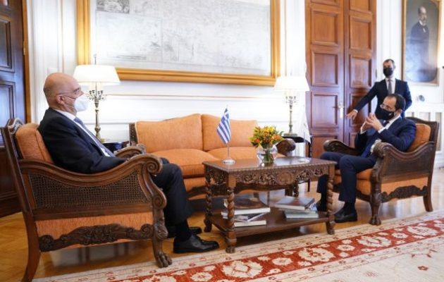 Στενός συντονισμός Ελλάδας και Κύπρου – Συνάντηση Δένδια-Χριστοδουλίδη στο ΥΠΕΞ