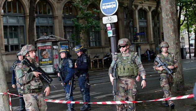 Τρόμος στο Παρίσι: Τζιχαντιστής αποκεφάλισε άντρα και φώναζε «Αλλαχού Ακμπάρ»