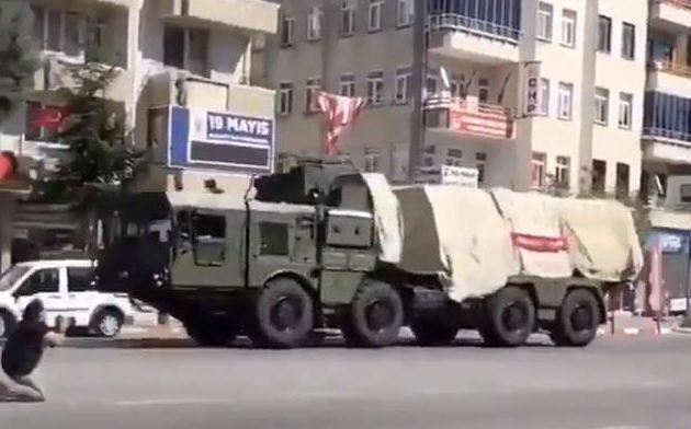 Οι τουρκικοί S-400 διασχίζουν τη Σαμψούντα για βολές στη Σινώπη – Η Τουρκία περιφρονεί τις ΗΠΑ