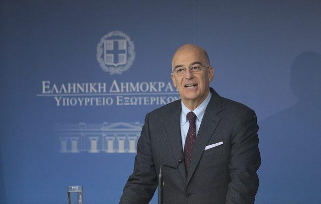 Ο υπουργός Εξωτερικών και τα «φίδια»