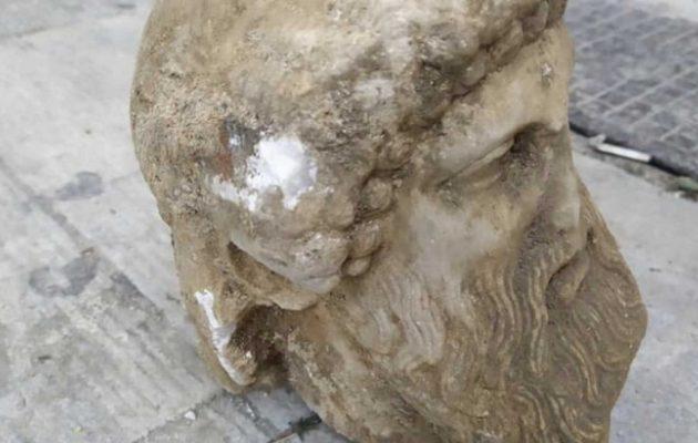 Σπουδαίο εύρημα στην οδό Αιόλου: Μοναδική αρχαία κεφαλή