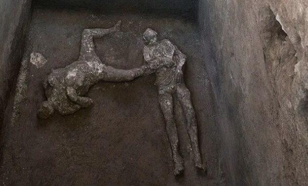 Πομπηία: Ανακαλύφθηκαν τα λείψανα ενός πλούσιου κι ενός σκλάβου
