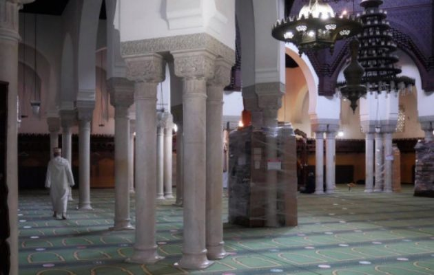 Η Γαλλία τα βάζει με τον ισλαμισμό – Στο «μικροσκόπιο» τζαμιά και ιμάμηδες