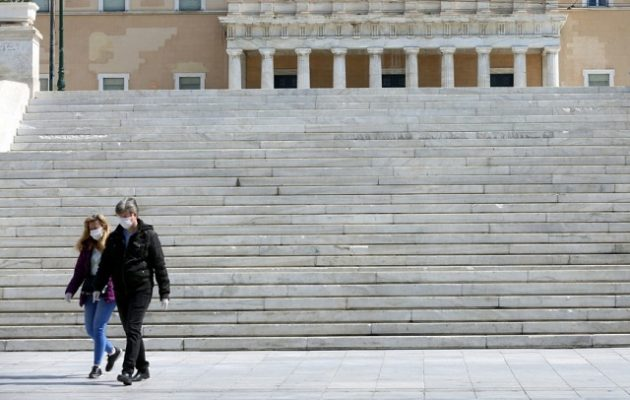 Bloomberg: Η Ελλάδα από τις χειρότερες χώρες για να ζει κάποιος εν μέσω κορωνοϊού